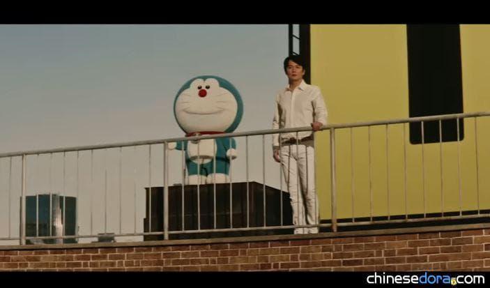 [日本] 哆啦A夢站上踏墊與福山雅治並肩對話! 登祿普輪胎邀兩人共演第2支電視廣告